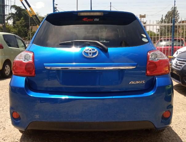 2012-toyota-auris-big-1