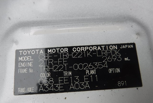 2011-toyota-hiace-big-15