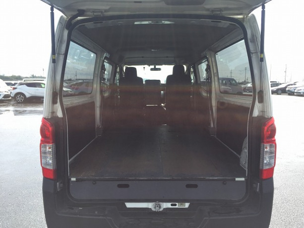 2013-nissan-caravan-big-15