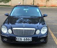 2009-mercedes-benz-e300-small-3