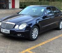 2009-mercedes-benz-e300-small-2