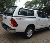 2016-toyota-hilux-small-3