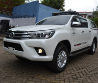 2016-toyota-hilux-small-2