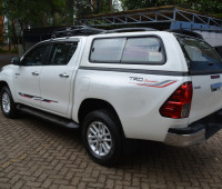 2016-toyota-hilux-small-5