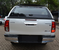 2016-toyota-hilux-small-4