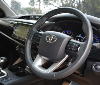 2016-toyota-hilux-small-9
