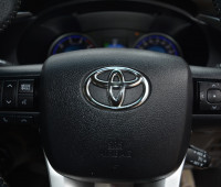 2016-toyota-hilux-small-11