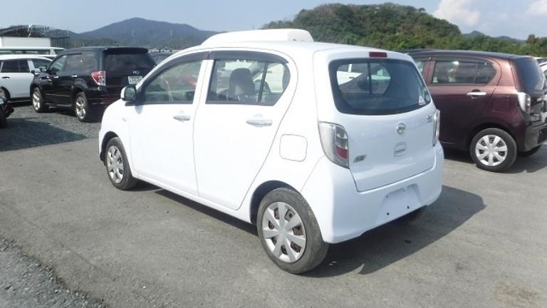 2013-daihatsu-mira-big-9