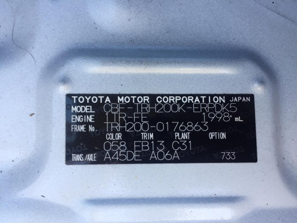 2013-toyota-hiace-big-10