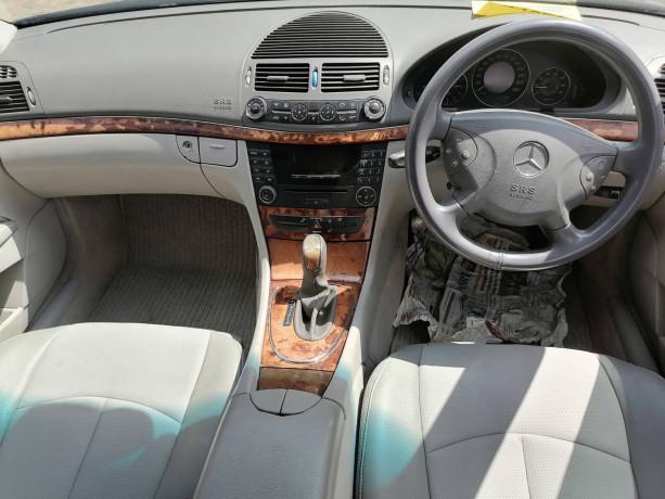 2004-mercedes-benz-e200-big-6