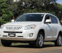 excellent-condition-toyota-rav4-pearl-white-color-2014-model-small-1