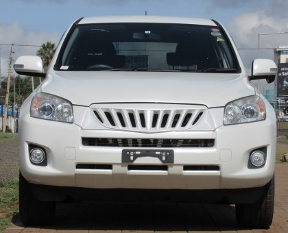 Excellent Condition Toyota Rav4 Pearl white color 2014 model