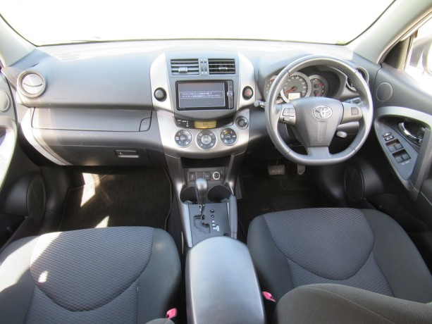 excellent-condition-toyota-rav4-pearl-white-color-2014-model-big-3