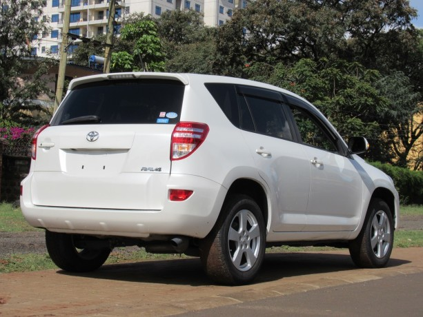 excellent-condition-toyota-rav4-pearl-white-color-2014-model-big-2