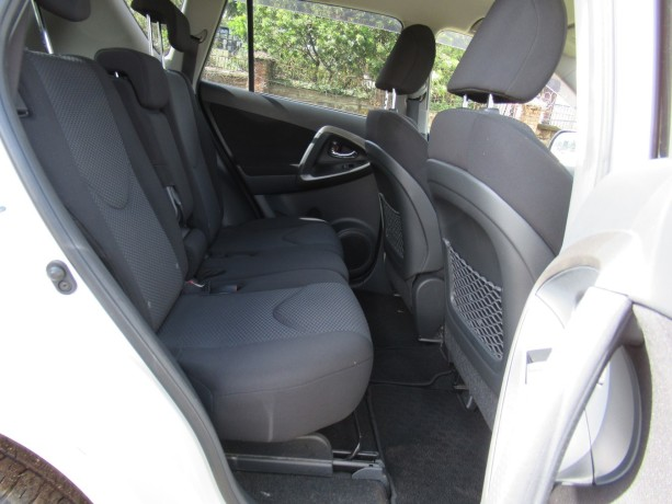 excellent-condition-toyota-rav4-pearl-white-color-2014-model-big-6