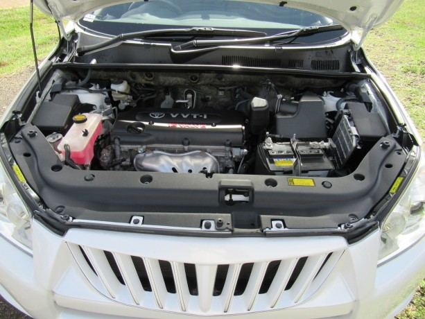 excellent-condition-toyota-rav4-pearl-white-color-2014-model-big-8