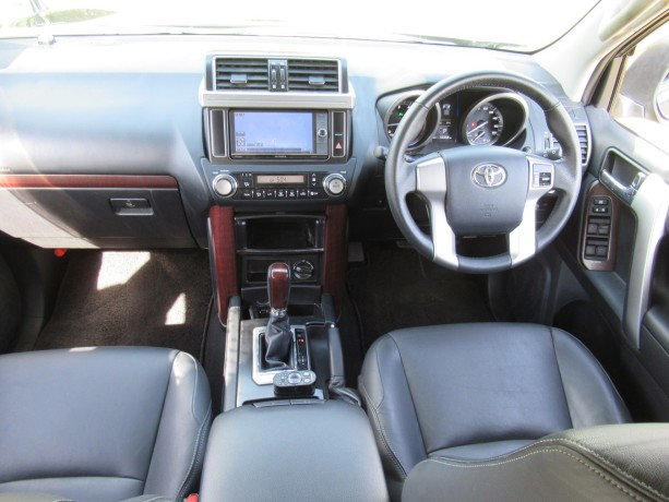 fully-equipped-toyota-landcruiser-prado-2017-model-excellent-condition-big-3