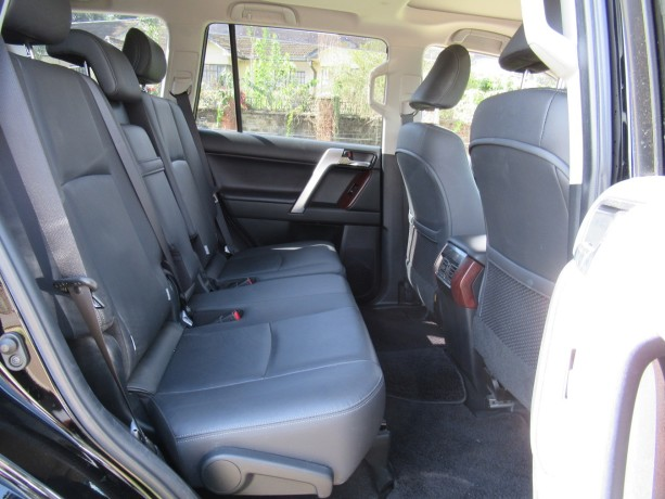fully-equipped-toyota-landcruiser-prado-2017-model-excellent-condition-big-7