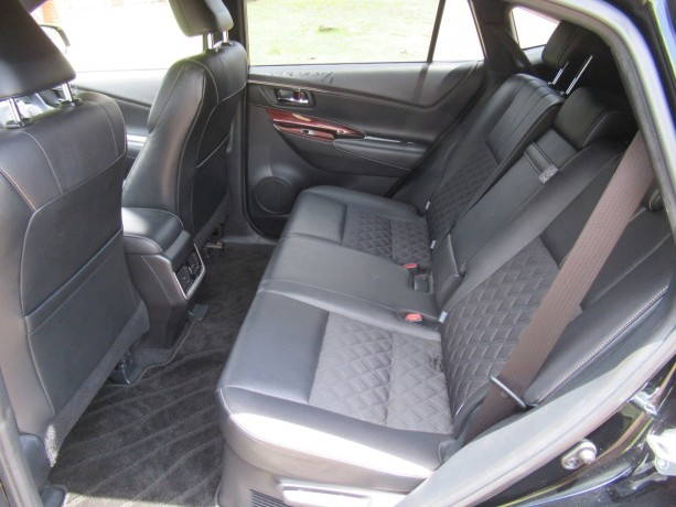 panoramic-glass-roof-toyota-harrier-2014-model-black-color-big-6