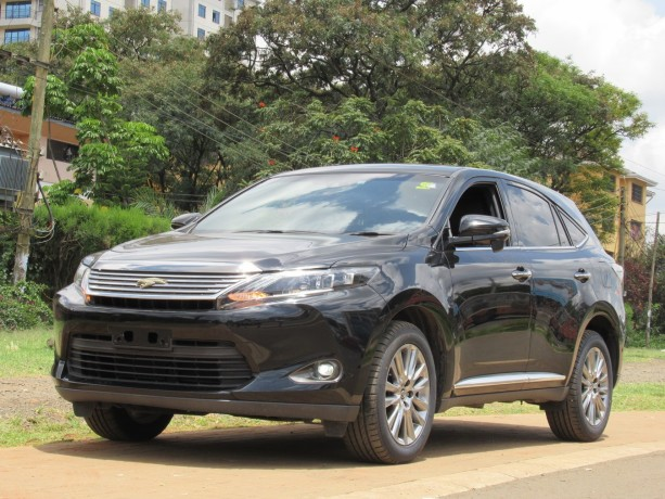 panoramic-glass-roof-toyota-harrier-2014-model-black-color-big-1