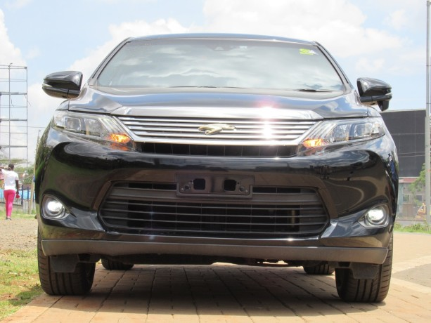 panoramic-glass-roof-toyota-harrier-2014-model-black-color-big-0