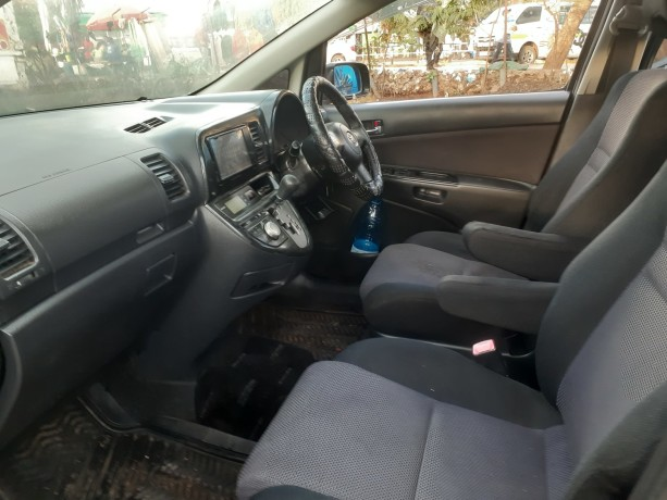 clean-2008toyota-wish-for-sale-big-8