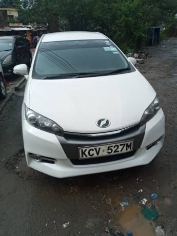 clean-2012-toyota-wish-for-sale-big-1
