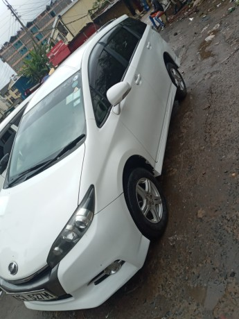 clean-2012-toyota-wish-for-sale-big-4
