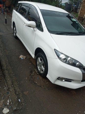 clean-2012-toyota-wish-for-sale-big-0