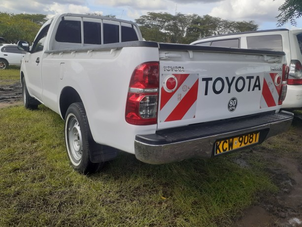 clean-toyota-hilux-for-sale-big-6