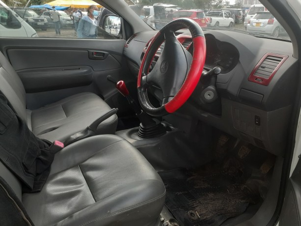 clean-toyota-hilux-for-sale-big-4