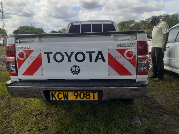 clean-toyota-hilux-for-sale-big-5