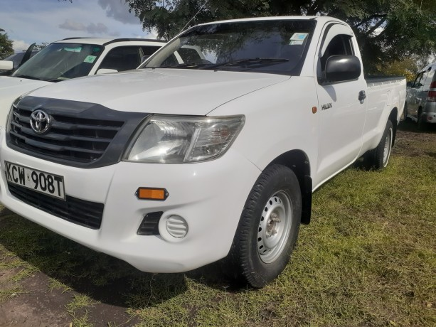 clean-toyota-hilux-for-sale-big-2