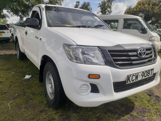 clean-toyota-hilux-for-sale-big-1