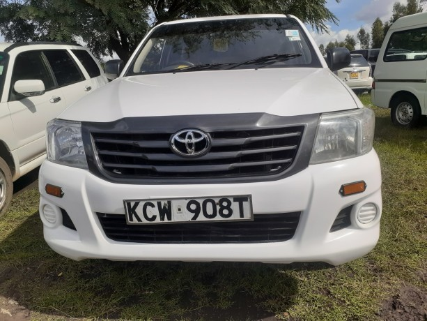 clean-toyota-hilux-for-sale-big-0