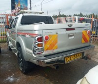 toyota-hilux-double-cab-small-2