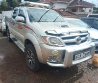 toyota-hilux-double-cab-small-0