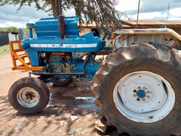 tractor-ford-big-0