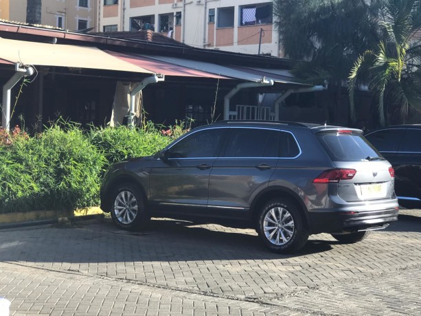 2017vw-tiguan-model-4wd-automatic-diesel-and-has-58000-km-big-0