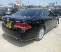 toyota-crown-small-4