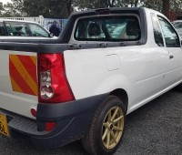 nissan-np200-pick-up-small-2