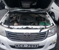 toyota-hilux-small-4