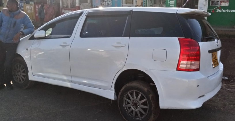 toyota-wish-for-sale-in-good-condition-big-2