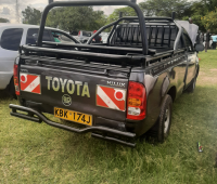 toyota-hilux-2009-small-4