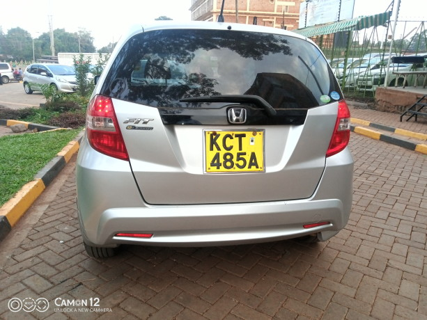 extremely-clean-honda-fit-big-1
