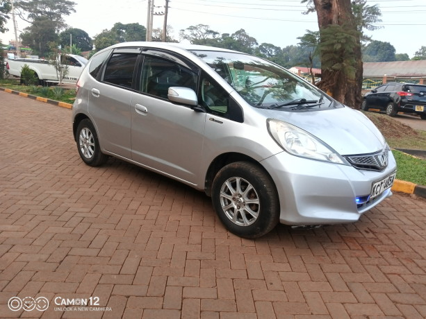 extremely-clean-honda-fit-big-2