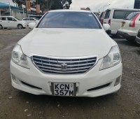 toyota-crown-small-0