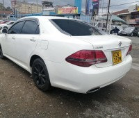 toyota-crown-small-5