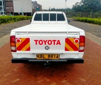 toyota-hilux-small-2