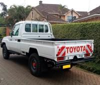 toyota-landcruiser-pick-up-small-1